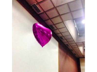 balões metalizados de coração rosa pink com gas helio