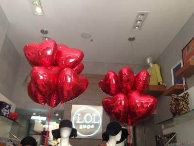 balões metalizados de corações com gas helio